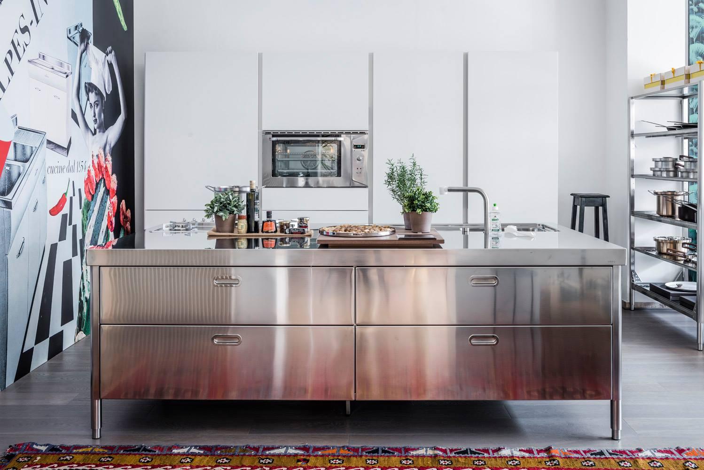 Küchen in Edelstahl | Edelstahlmöbel | Edelstahlküchen ...
